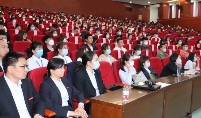 河南省博物院副院长为我校师生作专题讲座