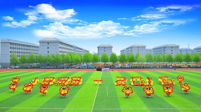 """会计学院方队变幻出""""1998""""、""""2016""""的图案诉说着郑州财经学院成长的故事"""