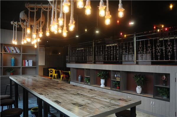 咖啡厅漂亮照明设备