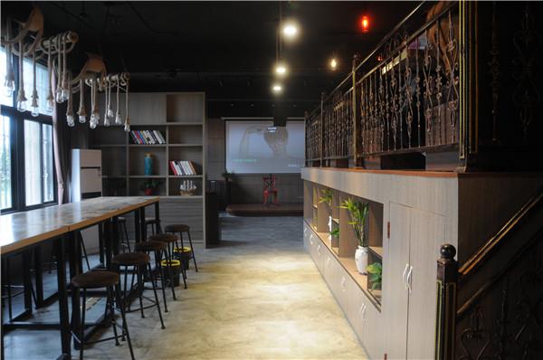 咖啡厅闹区
