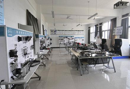 汽车电器与电子控制实训室