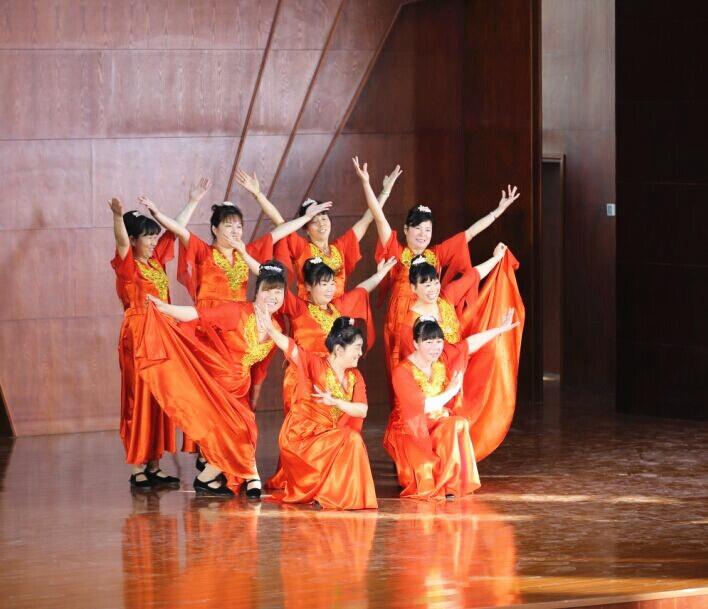 2015年庆元旦迎新年教职工联欢会之宿管阿姨舞蹈《美丽大郑州》