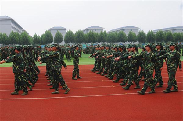 女兵方队训练中